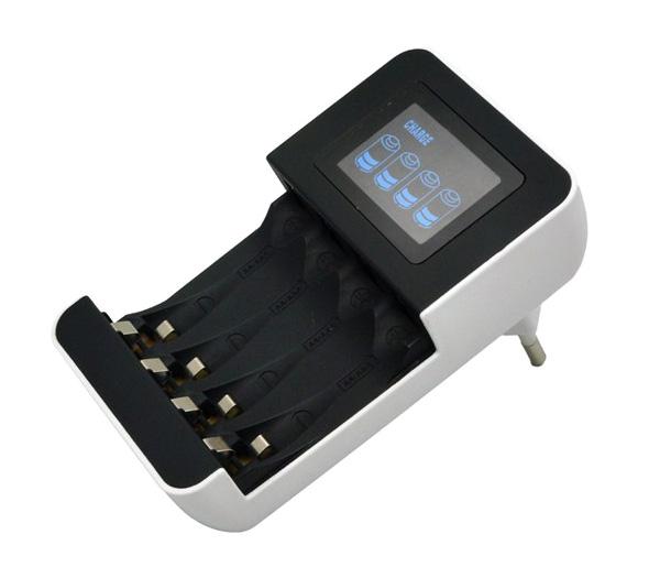 Nabíječka s LCD displejem, AC 230V, 450mA, 4 kanály, AA/AAA, řízená mikroprocesorem Solight DN25