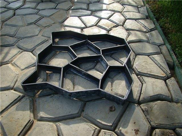 Forma 4L na betonové chodníky