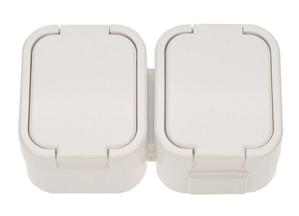 Zásuvka nástěnná do vlhka s víčkem bílá dvojitá 5D07