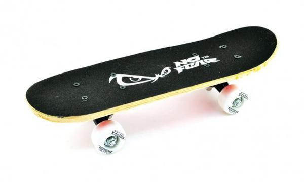 Skateboard dětský 43 x 13 cm dřevo